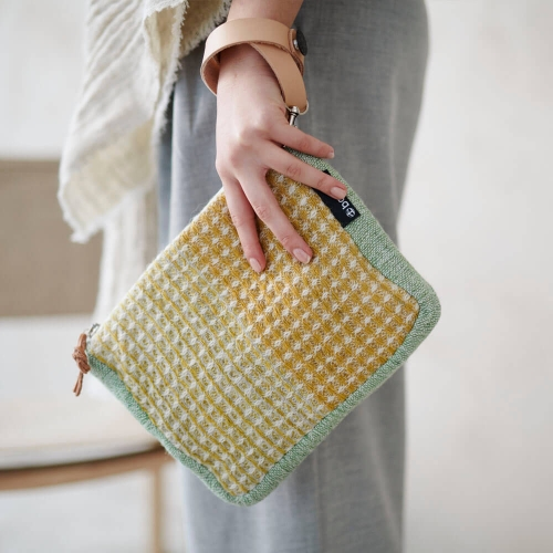 Palaset clutch with Remmi strap